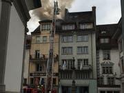 Im Hotel Schlüssel in der Altstadt in Luzern ist ein Feuer ausgebrochen. (Bild: David Kunz / SDA)