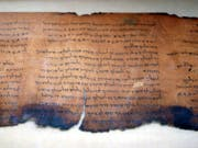 Neue Technologien offenbarten bisher unsichtbare Schriftzeichen auf den Schriftrollen aus Qumran. (Bild: KEYSTONE/AP/STEPHEN J. CARRERA)