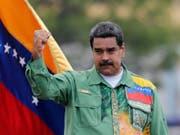 Präsident Maduro hat alles unternommen, damit ihm in Venezuela politisch niemand gefährlich werden kann: entweder sitzen Rivalen und Gegner im Gefängnis, oder sie sind geflohen. Die Tausenden, die ebenfalls täglich aus dem Land fliehen, können mit dem Sozialismus à la Maduro nicht viel anfangen. (Bild: KEYSTONE/AP/ARIANA CUBILLOS)