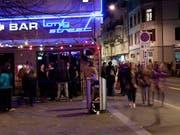 Sollte die Schweiz die Eishockey-WM gewinnen, dürfte in Zürcher Beizen und Bars die ganze Nacht gefeiert werden. (Bild: KEYSTONE/UELI CHRISTOFFEL)