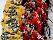 2013 nach dem Final feierten die Schweden in Goldhelmen, während die enttäuschten Schweizer gratulieren mussten. Selbiges Szenario soll sich nicht wiederholen (Bild: KEYSTONE/EPA/CLAUDIO BRESCIANI)