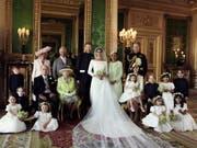 Von Meghans Familie ist auf dem erweiterten Familienfoto nur die Mutter dabei. (Bild: KEYSTONE/AP PA/ALEXI LUBOMIRSKI)