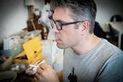 Raucherei nach dem Gusto des Grossvaters: Der Steinacher Tabakunternehmer Roger Koch testet neue Mischungen. (Bild: Bilder: Ralph Ribi)