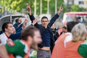 Aufstieg geschafft! Bruno Berner jubelt nach dem Krienser 2:1-Sieg gegen La Chaux-de-Fonds. (Bild: Philipp Schmidli (La Chaux-de-Fonds, 19. Mai 2018))