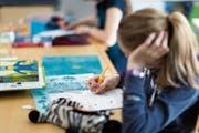 In der Tagesbetreuung sollen die Mittelstufenschülerinnen und -schüler beispielsweise Hausaufgaben machen. (Bild: Keystone)