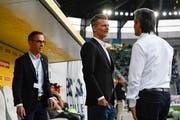 Das Ziel Rang drei zu erobern ist dem FC St.Gallen misslungen. Präsident Matthias Hüppi, Sportchef Alain Sutter und Assistenz-Trainer Boro Kuzmanovic müssen nun über die Bücher . (KEYSTONE/Gian Ehrenzeller)