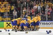 Der Jubel nach einem harten Spiel: Schweden bezwang die Schweizer im Penaltyschiessen und wurde erneut Weltmeister.(Bild: Andy Mueller/freshfocus)
