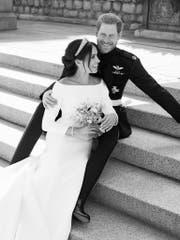 Eines der offiziellen Hochzeitsfotos von Prinz Harry und Herzogin Meghan. (Bild: KEYSTONE/AP PA/ALEXI LUBOMIRSKI)