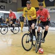 Fanden in der letzten Qualifikationsrunde nicht wunschgemäss in die Spiele: Altdorf I mit Paul Loser (rechts) und Roman Schneider (links). (Bild: Urs Hanhart (Altdorf, 28. April 2018))
