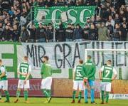 Konsternation bei den Spielern, Frust bei den Anhängern nach dem Schlusspfiff gegen Lausanne. (Bild: Urs Bucher)