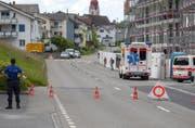 Die Seestrasse musste kurzzeitig gesperrt werden. | Bild: Geri Holdener, Bote der Urschweiz