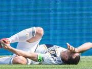 Erst am Fuss getroffen, dann vom Platz geflogen: Zlatan Ibrahimovic (Bild: KEYSTONE/AP The Canadian Press/GRAHAM HUGHES)