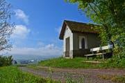 Die St.-Jost-Kapelle beim Lowald steht an exponierter Lage. (Bild: Andreas Faessler)