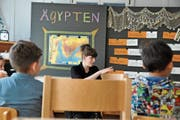 In ihrer Projektwoche «reisen» die Kinder der Sprachheilschule Wattwil in fünf Länder, darunter nach Ägypten. (Bild: Bilder: Sabine Schmid)