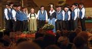 Das Jodlerdoppelquartett berührt die Zuschauer im Theater Casino. (Bild: Werner Schelbert, 19. Mai 2018)