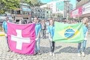 Ihr Herz schlägt gleichermassen für die Schweiz und Brasilien. Bild: Carlos Mafort/EPA (Nova Friburgo, 16. Mai 2018)