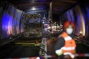 Der zerstörte Car im San-Bernardino-Tunnel. | Bild: Gian Ehrenzeller / Keystone (Hinterrhein, 18. Mai 2018)