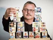 Der Ruswiler Markus Stadelmann hilft denen, die noch Panini-Bildli suchen. (Bild: Jakob Ineichen (Ruswil, 4. Mai 2018))