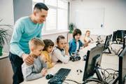 Die Digitalisierung spielt eine wesentliche Rolle in der Selbstentwicklung. Die SDM setzen sich ein, den Schülern die Medien näherzubringen. Eine frühzeitige Orientierungshilfe empfehle sich auch in den Sozialen Netzwerken. (Bild: Symboldbild: depositphoto/alebloshka/ck)