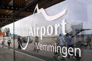 Auch am Allgäu Airport schnappte die Polizei etliche Schulschwänzer. (Bild: Andreas Gebert/Keystone, Memmingen, 21. Mai 2018)