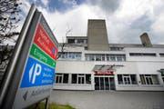 Das Regionalspital in Einsiedeln. Bild: Pius Amrein (Einsiedeln, 20. Mai 2011)