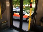 Im Rahmen der Fahndung stoppte und kontrollierte die Polizei auch Busse der Luzerner Verkehrsbetriebe. (Bild: Lucien Rahm)