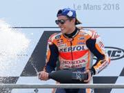 Auf zwei Rädern ein Superstar, auf vier ein Lehrling: Moto-GP-Weltmeister Marc Marquez wird im Juni ein Formel-1-Auto testen können (Bild: KEYSTONE/AP/DAVID VINCENT)