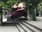Ein betagter Autofahrer hat sich am Rorschacher Marktplatz in einer misslichen Lage befunden. (Leserbild)