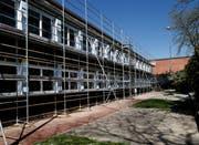 Die Oberstufen-Schulanlage Röhrliberg I Cham wird erweitert Damit ist hier der Raumbedarf gedeckt. Bild (Zuger Zeitung/Stefan Kaiser)