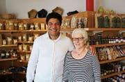 Raul Osorio und Elisabeth Aemisegger im Laden an der Langgasse 1, wo seit 1984 Teigwaren produziert werden. (Bild: Marco Cappellari)