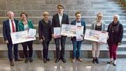 Von links: Raphael Krieger (UBS), Fabienne Seewer, Karin Stäbler (Leica Geosystems AG), Leo Widmer, João Patrick Lopes Müller, Nadja Federer, Franziska Bischofberger (Stern-Garage). (Bild: Kurt Schwendener)