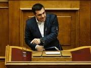 """Jetzt ist die Zeit da, um in Wachstum zu investieren, sagte Regierungschef Tsipras vor dem Parlament - das Ende der Sparprogramme im August """"unwiderruflch"""". (Bild: KEYSTONE/EPA ANA-MPA/ALEXANDROS VLACHOS)"""