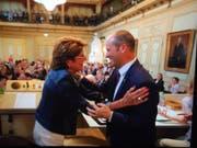 Gratulation von der Vorgängerin: Turi Schallenberg und Heidi Grau-Lanz. (Bild: Donato Caspari)