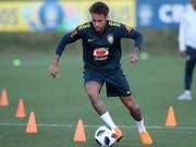 Ein Bild, das die brasilianischen Fans erfreut: Neymar nach seiner Fussverletzung wieder am Ball (Bild: KEYSTONE/EPA EFE/MARCELO SAYAO)