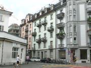 Das hellgrüne Wohnhaus an der Neustadtstrasse 4 wird voraussichtlich 2019 saniert. (Bild: PD)