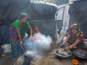 Hunderttausende Rohingya leben bereits in Flüchtlingslagern in Bangladesch. Die Lage dort ist prekär. Deshalb ruft die Glückskette zu einem nationalen Spendentag auf. (Bild: KEYSTONE/AP/MANISH SWARUP)