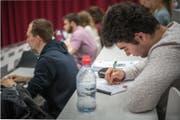 Studenten in der Uni (Bild: Roger Grütter)