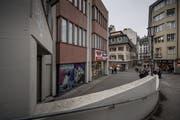 Hier läge der Fussgänger-Ausgang des Musegg-Parkings - an der Hertensteinstrasse zwischen den Modegeschäften OVS (links) und C&A. (Bild: Pius Amrein; Luzern, 9. Februar 2017)