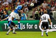 Mario Balotelli skort im EM-Halbfinal 2012 gegen Deutschland. (AP/Michael Sohn)