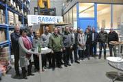 Mitglieder und Gäste des Gewerbevereins bei der Besichtigung der Sabag Luzern AG in Erstfeld. Bild: PD