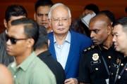 Musste sich erstmals einem Verhör durch eine Anti-Bestechungskommission stellen: Najib Razak. (Vincent Thian/AP)