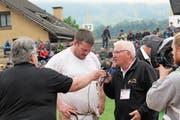 Andi Imhof könnte beim Urner Kantonalschwingfest in Attinghausen wieder ein gefragter Interviewpartner sein. (Bild: Paul Gwerder)