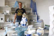 Jakob Schweizer ist Leiter der Brockenstuben des Blauen Kreuzes. Ab 9. Juni präsentiert er den Shop Wil mit neuem Konzept. (Bild: Hans Suter)