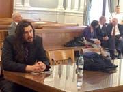 Der Sohn (l.) will bleiben: Die Eltern (r., mit ihrem Anwalt) gingen sogar vor Gericht, um ihn zu dessen Auszug zu bringen. (Bild: KEYSTONE/AP The Syracuse Newspapers/DOUGLASS DOWTY)