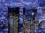 Die Deutsche Bank verschärft ihren Sparkurs und streicht mehr als 7000 Stellen. (Bild: KEYSTONE/AP/MICHAEL PROBST)