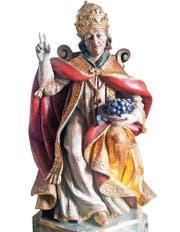 Urban I. wird mit Papstkrone auf dem Haupt und Weintrauben in der Hand dargestellt. Figur in einem Gasthof bei Innsbruck. (Bild: Andreas Faessler)