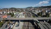 Rund um den Bahnhof St.Fiden soll dereinst ein neuer Stadtteil entstehen – vielleicht auch auf einem Dach. (Bild: Ralph Ribi (10. April 2017))
