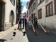 Schon einmal schallen Alphornklänge durch Basel: Die Stadt ist für das Eidgenössische Jodlerfest parat. (Bild: Michael Wieland, sda)