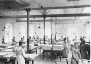 Papiersortierhalle im Jahr 1900.