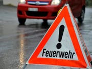 Rauchgasvergiftung: Ein Mann und drei Kinder haben sich bei einem Brand in St. Gallen verletzt. (Bild: KEYSTONE/GEORGIOS KEFALAS)